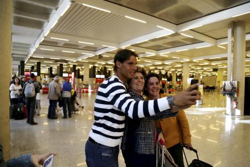 Rafael Nadal en el aeropuerto de Son Sant Joan.