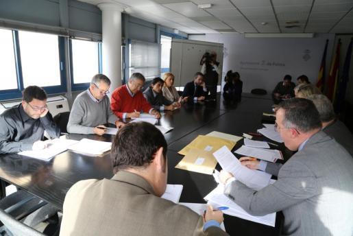 Reunión de la mesa de contratación este viernes, en la que se ha procedido a la apertura del sobre C.