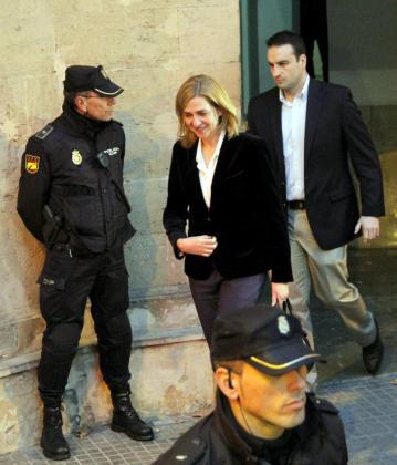 La infanta Cristina abandona los juzgados de Palma.