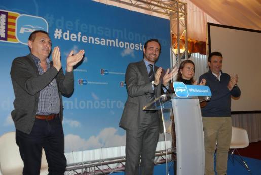Miquel Vidal, José Ramón Bauzá y María Salom en Algaida.