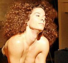 La bailarina ibicenca María Boada muestra su talento ante el jurado de la audición. Foto: DANIEL ESPINOSA