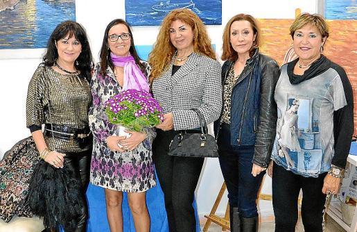 María Rosa Salinas, África Juan, Sedi Behvarrad, Ángeles García y Agustina Valle.