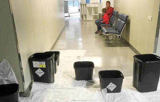 La tormenta de la noche del 21 de marzo provocó goteras en la planta cuarta del hospital de Manacor.