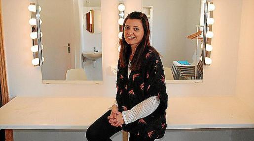 Anna Costa, tècnica de Cultura de Formentera, en uno de los camerinos.