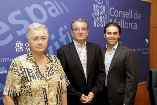Margalida Moner, Joan Rotger y José María Moreno, al frente del Teatre Principal de Palma.