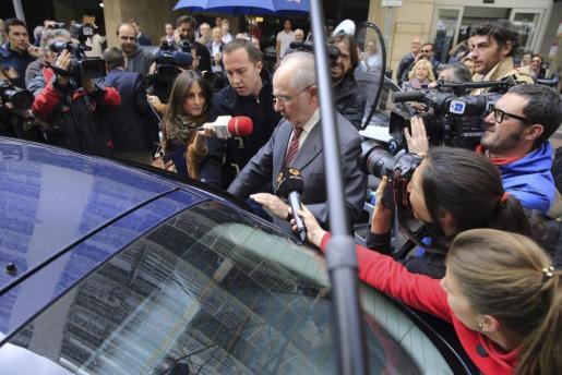 El exvicepresidente del Gobierno Rodrigo Rato, a la salida de su domicilio en Madrid.