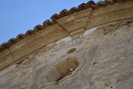 La fachada también presenta serios desperfectos.