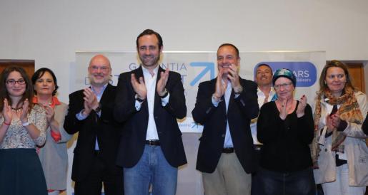 Bauzá y Toni Deudero durante la presentación del segundo como candidato del PP a la alcaldía de Puigpunyent.
