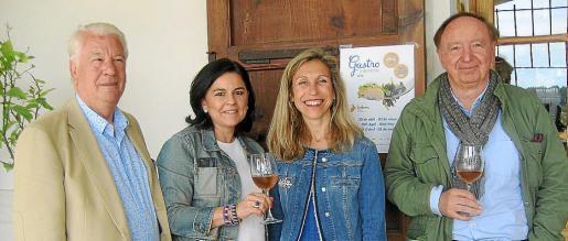 La consellera de Turismo, Carmen Ferrer, y el presidente del sector de restauración de Pimeef, Juan Riera, se encargaron de presentar las jornadas.