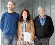 De izquierda a derecha, Vicent Tur, Nélida Bonet y Juan Antonio Torres, en su lugar de trabajo. Foto: DANI ESPINOSA