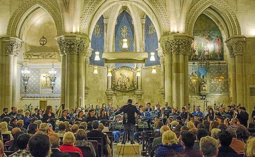 El Cor Ciutat de Mallorca y la Jove Orquestra actuaron en la cripta de la Sagrada Família.