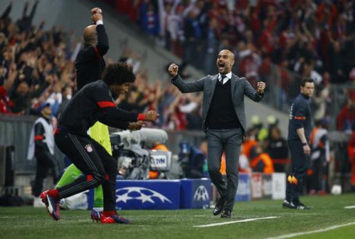 Josep Guardiola celebrando el quinto gol del Bayern.