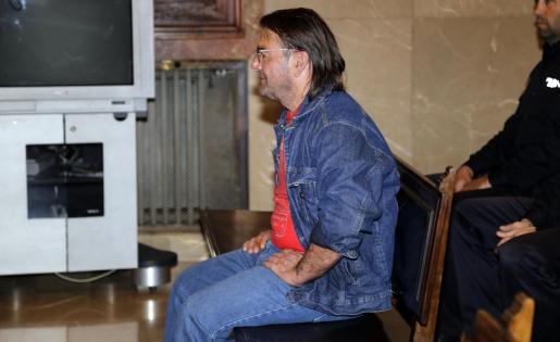 El tribunal del jurado ha declarado este viernes culpable de homicidio con la agravante de abuso de superioridad y la atenuante de confesión a C.C.T.G., por matar al empresario Joan Mascaró en Ferreries (Menorca) el 17 de enero de 2013, atropellándolo y acuchillándolo.