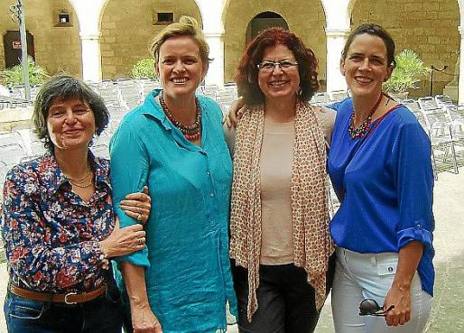 Catalina Alomar, Belén Ysasi, Elvira Sureda y Henar Ysasi, nietas de Xam.
