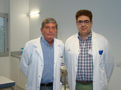 El coordinador del centro de salut de Sa Pobla, Álvaro Lamilla, y el jefe del servicio de Traumatología del Hospital Comarcal de Inca, Antoni Bennàsar, presentando este servicio.