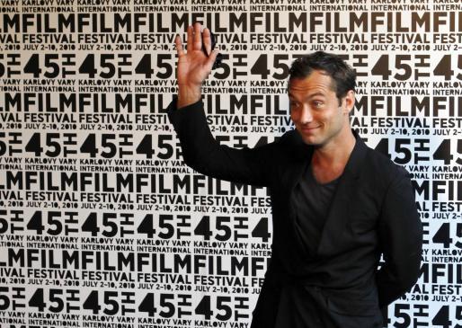 El británico Jude Law acudió al 45th Karlovy Vary International Film Festival en la República Checa.