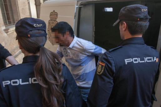 El acusado a su llegada al Juzgado de lo Penal 7 de Palma.