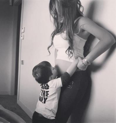 Antonella Roccuzzo y su hijo Thiago.