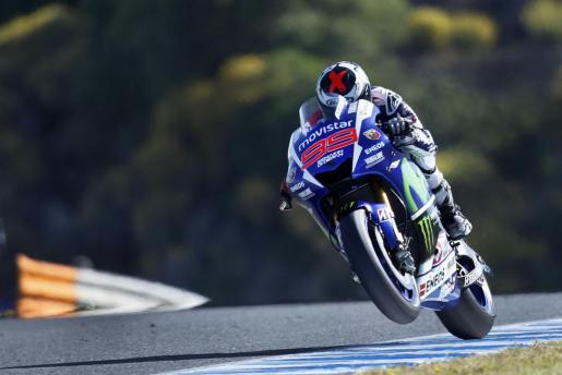El piloto de MotoGP el español Jorge Lorenzo (Movistar Yamaha MotoGP Yamaha), durante la primera tanda de entrenamientos libres del Gran Premio de España de MotoGP.