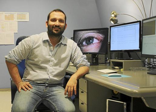 El cineasta Marcos Cabotá, fotografiado en los estudios de Nova Televisió.
