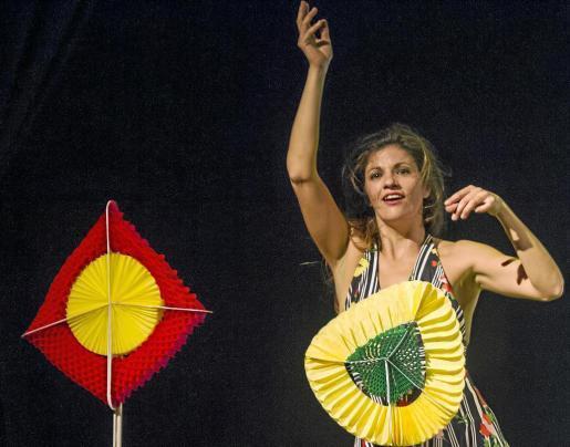 Un momento de la representación protagonizada por Inés Sarmiento. Foto: GERMÁN G. LAMA