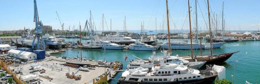 Las instalaciones de Astilleros Mallorca se han quedado pequeñas. Más de cien barcos son reparados o reformados en terrenos de la empresa Servicios Técnicos Portuarios.