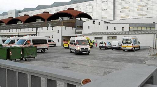 En el hospital continúan las obras en el tejado y la cuarta planta se mantiene cerrada al público tras la tromba de agua de mediados de mayo.