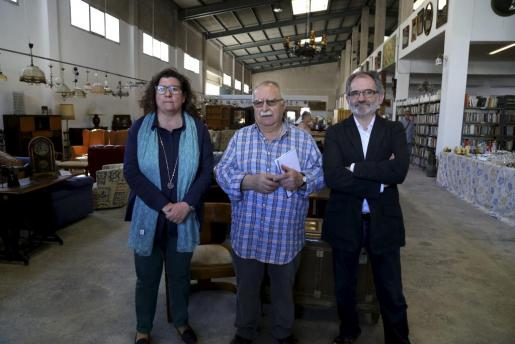 Jaume Santandreu, junto a Catalina Cirer y Jaume Mateu, presidente de Can Gazà,