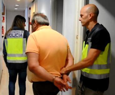 El estafador, tras ser detenido.