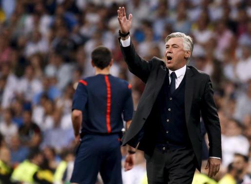 El entrenador del Real Madrid, Carlo Ancelotti, duranet el partido.
