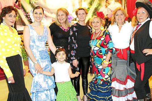 Neus Cortés, Davinia Riera y Lucía Campuzano, Águeda Ropero, la diputada Aina Aguiló, Conchi Pérez, Juana y Adela Bolívar.