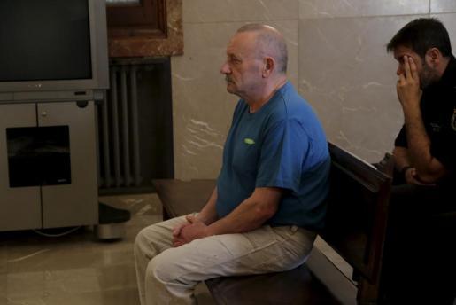 El acusado, este lunes sentado en el banquillo de los acusados.