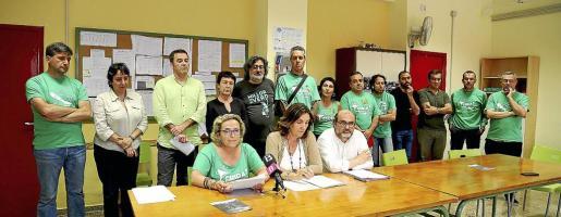 Representantes de directores de primaria y secundaria, Alternativa, Assemblea de Docents, Assemblea de desconcertats, Plataforma Crida, FE-CCOO, FETE-UGT, STEI, UOB, FAPA Mallorca-COAPA y las Cooperatives d'Ensenyament, en rueda de prensa.