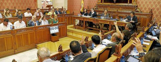 Imagen de uno de los momentos del pleno del Consell.