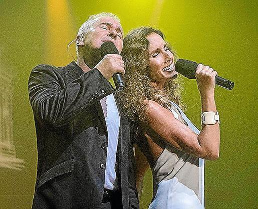 Víctor Manuel y Ana Belén, durante un concierto.