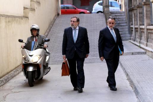 En la imagen, el vicealcalde de Valencia y el magistrado entrando a los juzgados.