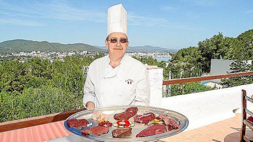 Eric Tortolani con sus platos. Foto: TONI ESCOBAR