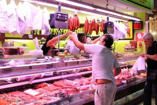 Carnes March tiene un pequeño puesto en el Mercat Nou de Vila. Foto: D.M.