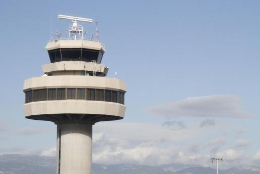Imagen de archivo de la torre de control del aeropuerto palmesano.