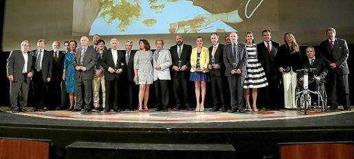 Imagen de los premiados en la gala del 50 aniversario de la Escuela de Turismo.