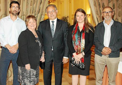 Vicente Ribas, Isabel Mijares, el presidente de Sonrisa Médica, Josep Lluís Vidal; Marta Barrio y Andreu Oliver.