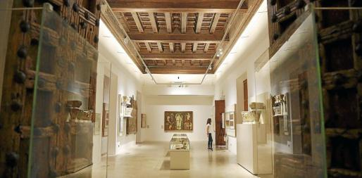 La primera sala de la exposición permanente está dedicada al arte en el Reino de Mallorca.