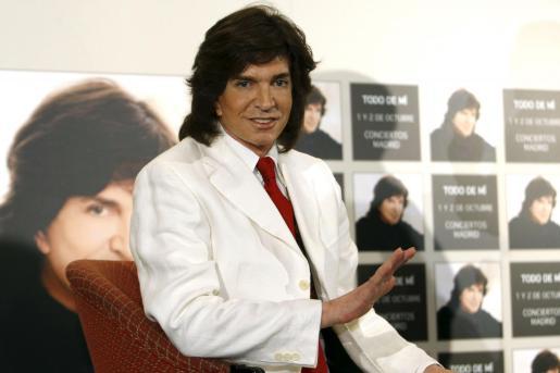 El cantante Camilo Sesto, durante la presentación, después de veinte años sin actuar en Madrid, de los dos únicos conciertos que ofrecerá en octubre próximo con todos sus éxitos.