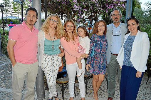 Tolo Munar, Dora Gayà, Margalida González, Cati Munar, Pilar Ripoll, Luis Chico y Maria José Munar.