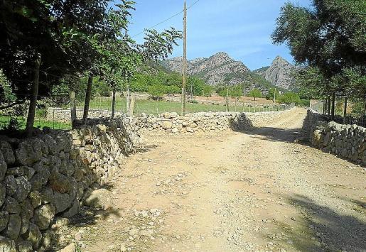 Imagen del camino de Palmanyola a Raixa, que permanece cerrado al público.