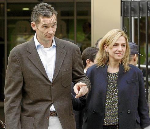 Iñaki Urdangarin y la infanta Cristina se sentarán en el banquillo de los acusados en el 'caso Nóos'.