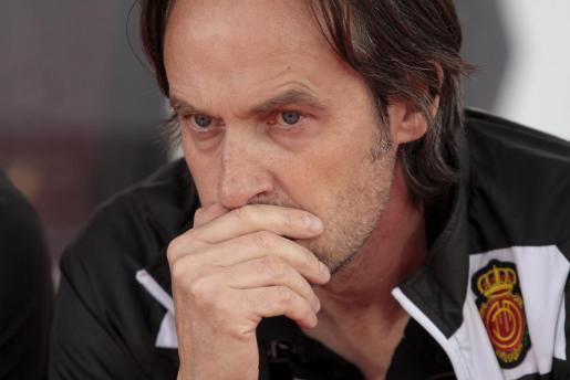 El entrenador del Real Mallorca, Miquel Soler, durante la victória del conjunto bermellón por 1-0 ante la Ponferradina este miércoles en Son Moix.