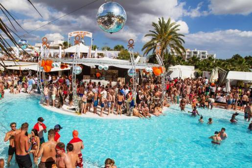 En la inauguración de la temporada no faltó de nada, y la famosa piscina del Ocean Beach estuvo llena de gente.