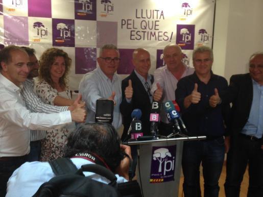 Jaume Font y Toni Pastor celebran junto al resto de la cúpula del Pi los resultados de las elecciones autonómicos y municipales.