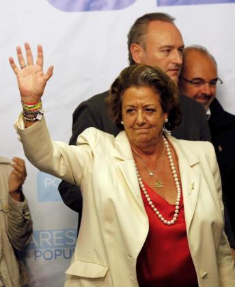 La candidata del PP a la alcaldía de Valencia, Rita Barberá, y el candidato a la presidencia de la Generalitat, Alberto Fabra, tras su comparecencia ante los medios.